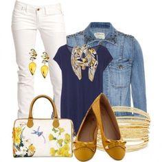 Pantaloni bianchi e giacca di jeans