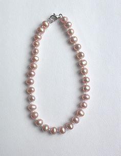 Brazalete de perla rosa cultivada con broche de plata .925, lúcelo en todo momento.