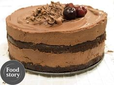 Testat de Foodstory: Tort cu mousse de ciocolata si visine - www.foodstory.ro Mousse, Delicious Deserts, Romanian Food, Something Sweet, Creme Brulee, Chocolate Cake, Cake Recipes, Sweet Treats, Cheesecake