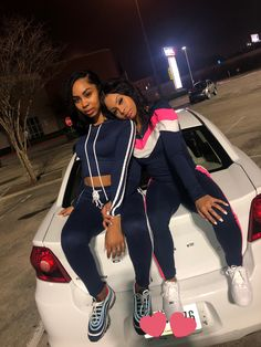 """Sadasia on Twitter: """"Real friends, we ain't telling no secrets🤞🏽💕… """" Matching Outfits Best Friend, Best Friend Outfits, Sisters Goals, Bff Goals, Squad Goals, Go Best Friend, Best Friend Goals, Cute Friends, Real Friends"""