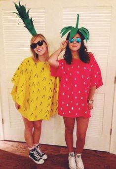 These best friend halloween costumes are perfect for you and your bestie in 2020! All students need to see these college halloween costume ideas best friends!! #Halloween #BestFriends #CostumeIdeas