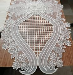 Cutwork Embroidery, Bead Embroidery Patterns, Embroidery Fashion, Needle Lace, Needle And Thread, Crochet Tablecloth, Cut Work, Diy And Crafts, Decoration