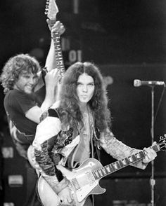 Steve Gaines and Gary Rossington - Lynyrd Skynyrd Music Love, Rock Music, My Music, Music Lyrics, Lynyrd Skynyrd, Rock And Roll Bands, Rock Bands, Les Paul, Rickey Medlocke