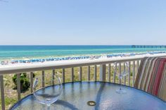 Gulfside 402 Fort Walton Beach (Florida) Located 15 km from Destin, Gulfside 402 offers accommodation in Mary Esther. Guests benefit from balcony. Free WiFi is available throughout the property.  The kitchen is equipped with a dishwasher and an oven, as well as a coffee machine.