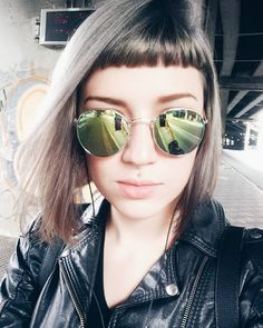 Baby Bangs with a side parted sleek bob Short Bangs, Short Hair Cuts, Short Hair Styles, Edgy Haircuts, Haircuts With Bangs, Hair Inspo, Hair Inspiration, Midi Hair, Bangs And Glasses