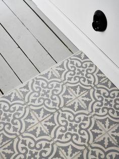 One Bedroom Swedish Flat Takes on Scandinavian Design Bathroom Inspiration, Interior Inspiration, Floor Design, House Design, Hall Tiles, Style Tile, Tile Patterns, One Bedroom, Modern Country