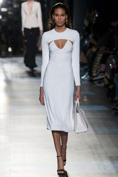 Cushnie et Ochs Fall 2018 Ready-to-Wear collection, runway looks, beauty, models, and reviews.