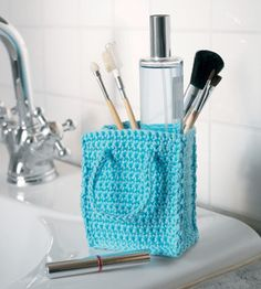 Easy instructions for crocheting this neat little storage bag