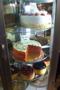 Cheese Cake'lerin boyutları 30cm yüksekliğinde. İnanılmaz kremalı. Gözümüz korktuğundan tadına bakmamıştık... Daha fazla bilgi ve fotoğraf için; http://www.geziyorum.net/carnegie-deli/