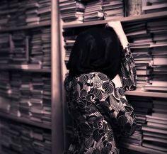 اعجب كل الكتب والقصص حتى تكون من الخيال احبها كثيراً
