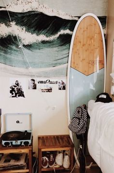 TapestryGirls.com Beach Room Decor, Beachy Room, Surf Decor, Teen Beach Room, Teenage Beach Bedroom, Surfboard Decor, Boho Decor, Room Ideas Bedroom, Bedroom Themes