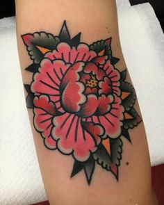 Old school tattoos as traditional is supposed to be. Finger Tattoos, Cute Tattoos, Leg Tattoos, Beautiful Tattoos, Body Art Tattoos, Sleeve Tattoos, Traditional Tattoo Flowers, Neo Traditional Tattoo, American Traditional Tattoos