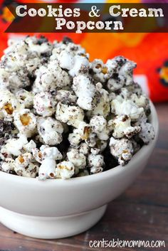 If you love both savory and sweet, you'll love this cookies and cream popcorn recipe with a combination of popcorn, white chocolate, and Oreo cookies. Oreo Popcorn, White Chocolate Popcorn, Homemade Popcorn, Popcorn Snacks, Candy Popcorn, Flavored Popcorn, Gourmet Popcorn, Sweet Popcorn Recipes, Pop Popcorn