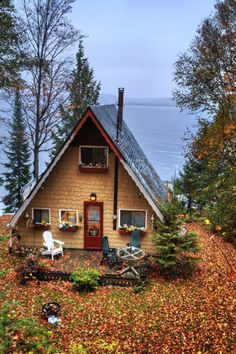 exterior // a-frame / cabin / tiny house A Frame Cabin, A Frame House, Little Cabin, Little Houses, Tiny Houses, Dream Houses, Cozy Cabin, Cozy Cottage, Lake Cottage