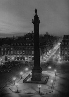 greeneyes55:  Place Vendôme Paris 1949 Photo: Robert Doisneau❤️