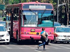 Transporte rosa - REVISTA DOMINICAL - La Nación