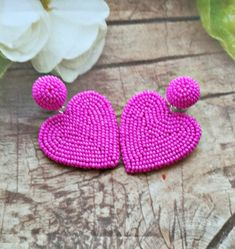 Hot Rink color Cora Multicolor heart Les bon bons style/New trend earrings/beaded heart earrings Diy Jewelry Necklace, Heart Earrings, Cute Jewelry, Beaded Earrings, Earrings Handmade, Beaded Bracelets, Bead Embroidery Patterns, Bead Embroidery Jewelry, Beaded Embroidery