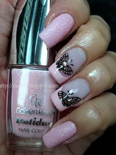 Simple yet wonderful looking butterfly nail art design. The pink glitter polish and French tips look perfect as a butterfly outline is drawn in black polish on top with silver beads on its back.