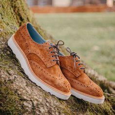 This version of the iconic Tricker's Bourton country shoe is new for Available in ridge kudu reverse suede with a Vibram Morflex wedge sole. Trickers Shoes, Shoe Horn, Shoe Tree, Belfast, Types Of Shoes, Brogues, New Shoes, Summer Shoes, Oxford Shoes