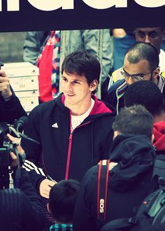 "mais-que-um-jogador: "" 12/100 favorite photos of Lionel Messi "" Lionel Messi, Messi Messi, God Of Football, Football Players, Best Player, Fc Barcelona, The Magicians, Leo, Soccer"