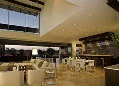 Casa de lujo contemporánea Joc Blue Hills combina elegancia y clase con comodidad y modernidad. http://www.arquitexs.com/2011/12/casa-de-lujo-casa-joc-blue-hills.html