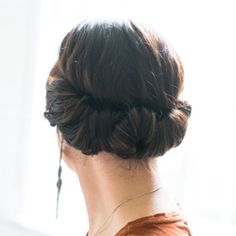 You only need 2 minutes to get this romantic hairdo done!