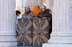Los Grandes Juegos Romanos en los que Nîmes revive la época romana.  Sur le parvis de la Maison Carrée  © V. Chambon