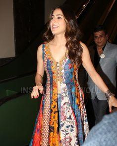 Sara Ali Khan 😍 Top Celebrities, Bollywood Celebrities, Bollywood Fashion, Bollywood Actress, Bollywood Stars, Organizer Box, A Line Kurta, Sara Ali Khan, Kurta Designs