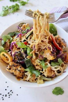 Easy vegan peanut noodles recipe with vegetables, ramen, air fried tofu and sesame seeds in a vegan peanut sauce Loaded with lime, cilantro and fresh basil. Vegan Peanut Sauce, Peanut Butter Sauce, Tofu Noodles, Peanut Noodles, Asian Noodles, Tempura, Vegetable Recipes, Vegetarian Recipes, Vegan Meals