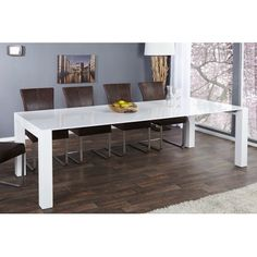Superbe table à manger contemporaine extensible coloris blanc! Sa structure est fabriquée en bois MDF de haute qualité et peut accueillir jusqu'à 9 personne...