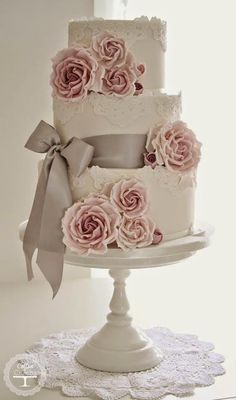 Grab a fork and spoon because you are going to eat.this.up. Seriously, every last bite of it! Lace Cakes are some of the most impactful, yet easy details you could add to your nuptials. These pretty confections are romantic, elegant and can give a beautiful touch of vintage charm to your wedding day. My tummy read more...