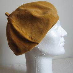 Suède jacket has been trnsformed in a beautifull beret. Suede Jacket, Beret, Crafts To Make, Beanie, Hats, Handmade, Fashion, Moda, Hat