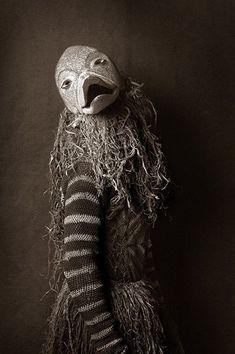 """河島思朗さんのツイート: """"同じザンビアの部族のマスク。すごい。表現力に富んだマスク! Photo:Francois d'Elbee…"""