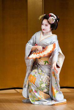 maiko   舞 (Traditional Dance) Maiko/君ひろ   Maiko Geisha 舞妓 芸者 ...