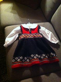 Knitting For Kids, Little People, Knits, Ravelry, Cheer Skirts, Knitting Patterns, Frozen, Ideas, Fashion