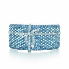 ……❤❤❤…… A magnificent bracelet is tied to tradition with sparkling aquamarines and diamonds in platinum.