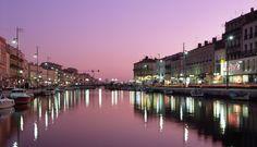 Le cadre royal-centre ville du port de Sète- ses canaux et ses lumières
