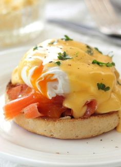 Low FODMAP & Gluten free Recipe -  Eggs Benedict with smoked salmon & chives  http://www.ibssano.com/low_fodmap_recipe_egga_benedict_smoked_salmon_chives.html