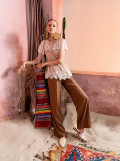 Вдохновением для новой летней коллекции от Alena Goretskaya стала Африка. Это яркая цветовая палитра, смешение стилей, анималистические и этнические принты, натуральные материалы, фурнитура и, конечно же, авторские аксессуары, которые дополнили и завершили образы, ярко отражающие стиль коллекции.  #alenagoretskaya #аленагорецкая #лето2020 #летнийобразженский #летнийобраз #тренды2020 #мода2020 #летнийобразнаработу #весна2020 #африка #образналето #платье #аксессуары2020 #аксессуары #кружево…