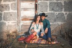 26 Ideas Wedding Couple Western For 2019 Western Family Photos, Western Engagement Photos, Engagement Photo Poses, Engagement Photo Inspiration, Engagement Couple, Engagement Photography, Engagement Session, Engagements, Winter Engagement