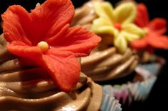 Chocolate cupcakes with Nutella frosting Nutella Frosting, Chocolate Cupcakes, Sweets, Mini, Desserts, Food, Tailgate Desserts, Deserts, Gummi Candy