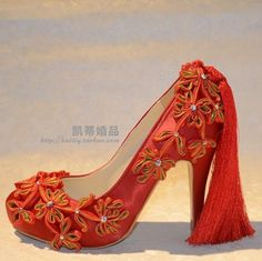 中国风红色绸缎面盘扣中国结流苏高跟婚鞋
