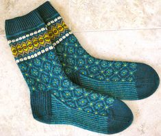 pattern 'Flattery socks' and knitted with 2 skeins of Latvian mittenKnit Picks Tidepool Heather as main colour. Inspired by Latvian Mittens and can be found on ravelry Crochet Socks, Knit Mittens, Knitting Socks, Hand Knitting, Knitting Patterns, Knit Crochet, Knit Socks, Crochet Patterns, Patterned Socks