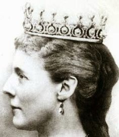 Tiara Mania: Pearl & Diamond Tiara worn by Queen Marie Henriette of Belgium