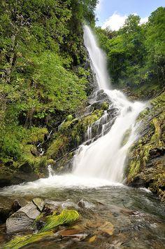 Cascada Seimeira. Santa Eulalia de Oscos. Asturias. Beautiful Waterfalls, Beautiful Landscapes, Beautiful World, Beautiful Places, Landscape Photography, Nature Photography, Asturias Spain, Photos Voyages, Spain And Portugal