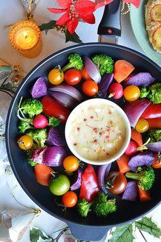 バーニャカウダの素にパルミジャーノを加えリッチに♪ カラフル野菜は最初温で、途中から焼いて1度で二度のお楽しみにしてみました