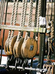 Pulley Pulleys And Gears, Old Sailing Ships, What's The Number, Classic Sailing, Sailing Adventures, Nautical Design, Simple Machines, Tall Ships, Ropes