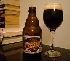 Cerveja Kasteel Winter, estilo Belgian Dark Strong Ale, produzida por Brouwerij Van Honsebrouck, Itália. 11% ABV de álcool.