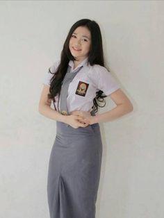 Gaya Anak SMA Seperti Ini Wajib Banget untuk Kamu Tiru - Fashion Fimela.com Ulzzang, Back To School, Normcore, Short Sleeve Dresses, Beautiful Women, Dresses For Work, Poses, Hot, Beauty