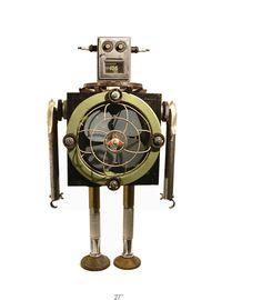 Gordon Bennett réalise ses sculptures de robots à partir de déchets trouvés dans des poubelles, des chantiers ou au hasard. Il les assemble pour créer ces robots immobiles. Si vous êtes intéressés ça vaut entre 2000 et 6000$, mais la plupart sont déjà vendus. Il y en a plein d'autres sur son site.